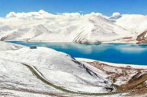Yamdrok Lake in February