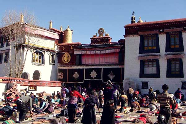 Pilgrims in front of the Jokhang Temple